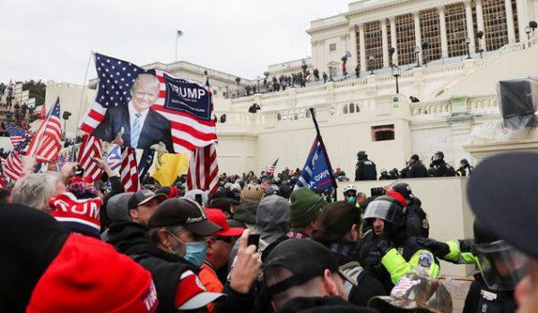 Usa, assalto armato dei pro-Trump al Congresso