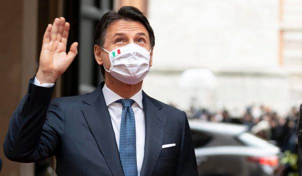L'addio di Giuseppe Conte è sempre più virale. L'Università di Firenze lo aspetta