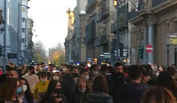 Palermo, primo weekend in zona gialla. Centro preso d'assalto