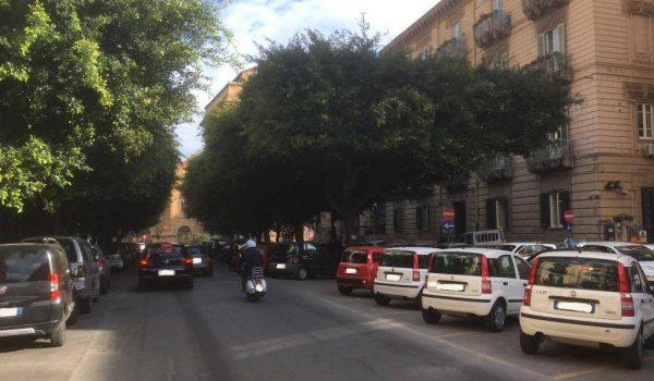 Tragedia a Palermo, uomo muore mentre passeggia