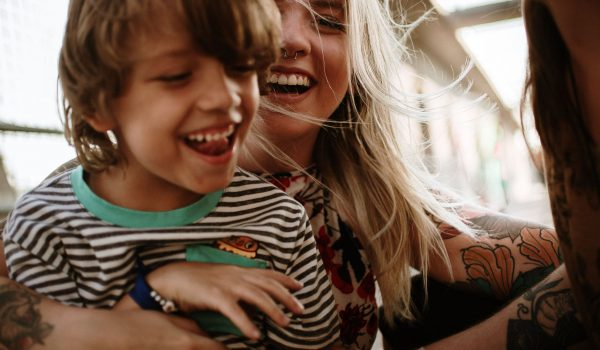La felicità si può raggiungere: ecco i sei passi necessari secondo uno studio