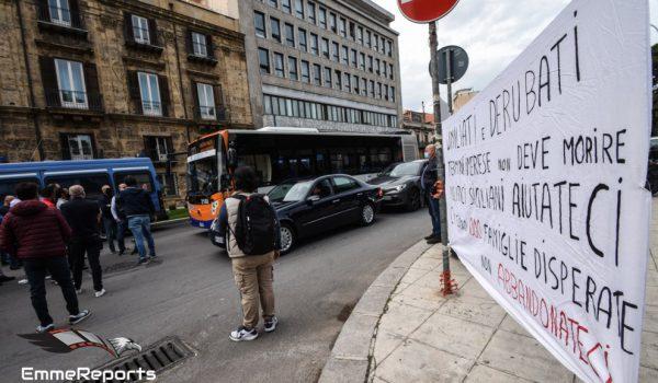 Blutec, lavoratori in piazza per una battaglia che dura da dieci anni