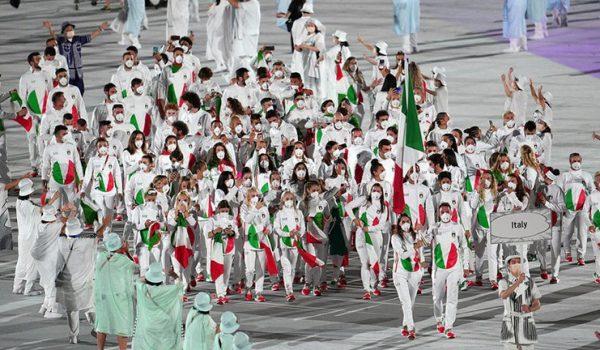 Olimpiadi, a Tokyo2020 sfilano i 384 atleti italiani