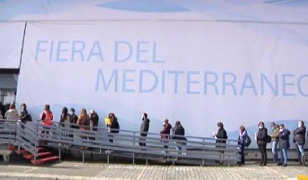 Temperature torride a Palermo: sospesi vaccini e tamponi in Fiera nelle ore più calde