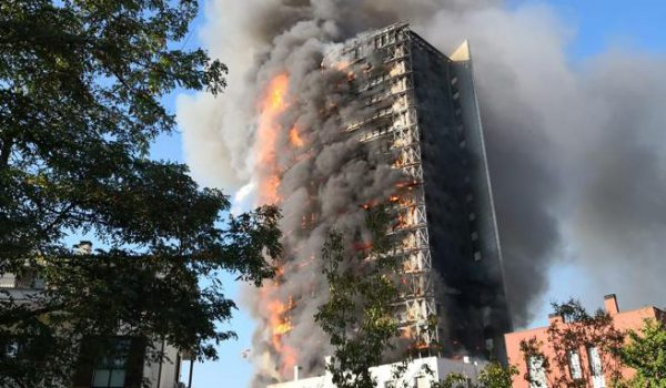 Milano, palazzo in fuoco: Mahmood tra i residenti
